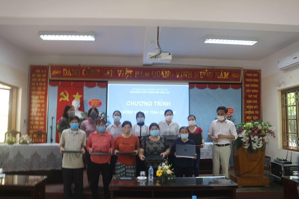 """<a href=""""/tin-tuc-su-kien/chuong-trinh-song-va-may-tinh-cho-em-truong-thpt-nguyen-van-cu/ct/2086/9170"""">Chương trình """" sóng và máy tính cho em"""" <span class=bacham>...</span></a>"""