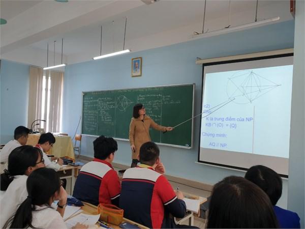 Trường thcs nam từ liêm tổ chức ngày sinh hoạt chuyên môn chuyên đề: một số hướng khai thác câu hỏi bài hình học